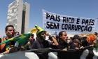 PARA 48% DOS BRASILEIROS DESCRENTES COM A ECONOMIA, CORRUPÇÃO E MAU USO DO DINHEIRO PÚBLICO SÃO A PRINCIPAL CAUSA