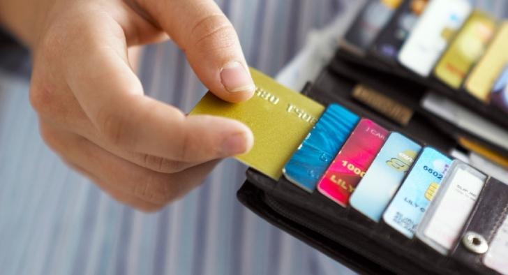 Procon diz que é legal comerciante cobrar juros para pagamento com cartão