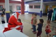 Creche recebe Papai Noel da CDL